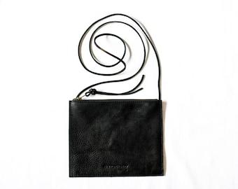 FLAT CROSSBODY Onyx Black • Oil Tanned Leather Bag