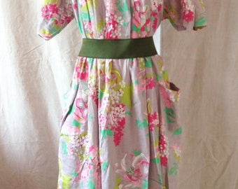 Dress vintage, gray background, flowers, Anastasia, YT 40 / 42.