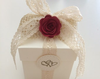 Wedding favors Box with confetti and little rose