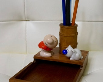 Ziggy; Wooden Scratch Pad/Pen/Pencil Holder; Two Ceramic figures; Holds 4 x 6 Note Pad; 1982 !!!