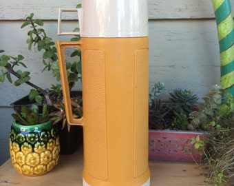 Vintage yellow hot/cold quart Thermos