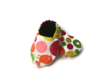 Crib shoes, soft sole baby shoes, baby maccasins, lined baby shoes, polka-dot baby shoes, soft baby slippers, baby shoes pink
