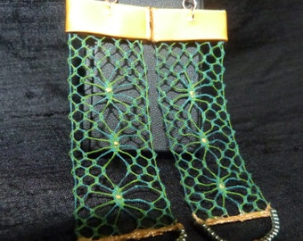 Ears made lace hand blue green earrings and gold