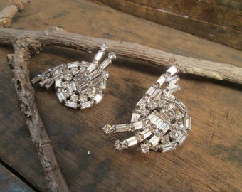 vintage silver tone clear rhinestone baquette and round cut clip earrings