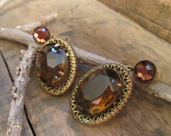 vintage antiqued gold tone faux round cut topaz dangle clip earrings