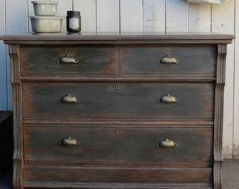 Antique dresser 4 drawers !