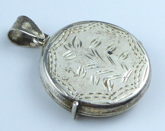 Silver locket - stamped 925