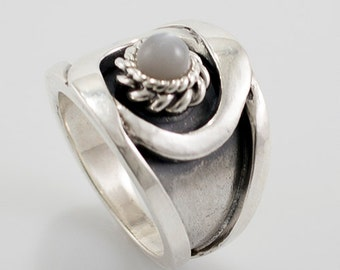 silver ring with Moon stone