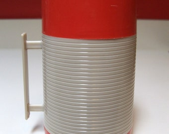 Vintage Aladdin Hy Lo Wide Mouth Red White Thermos Bottle WM 1040P One Pint Capacity Solid Plastic Handle Dura Clad Design Coffee Tea Soup