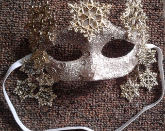 Golden Sparkles Snowflake half-face Mask