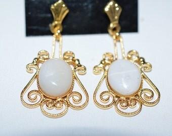 Vintage, Elegant Opal Filigree Earrings (1017374)