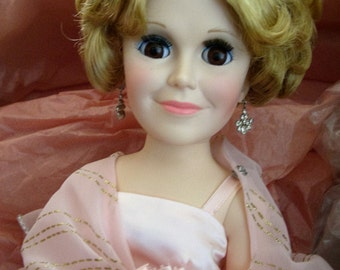 """Madame Alexander Self Portrait Doll in Gorgeous Pink Gown in Box- 21"""""""