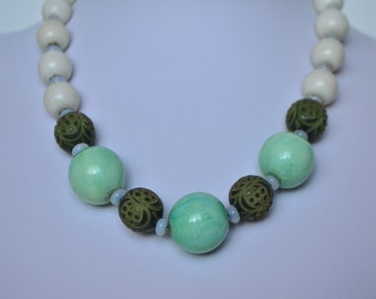 """Vintage Green White Glass Porcelain Ball Bead Silver Clasp Choker Necklace 15.5"""""""