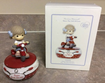 """Vtg New! Precious Moments Music Box with a Little Girl Riding Her Tricycle Figurine  Chase Your Dreams, """"Beautiful Dreamer""""."""