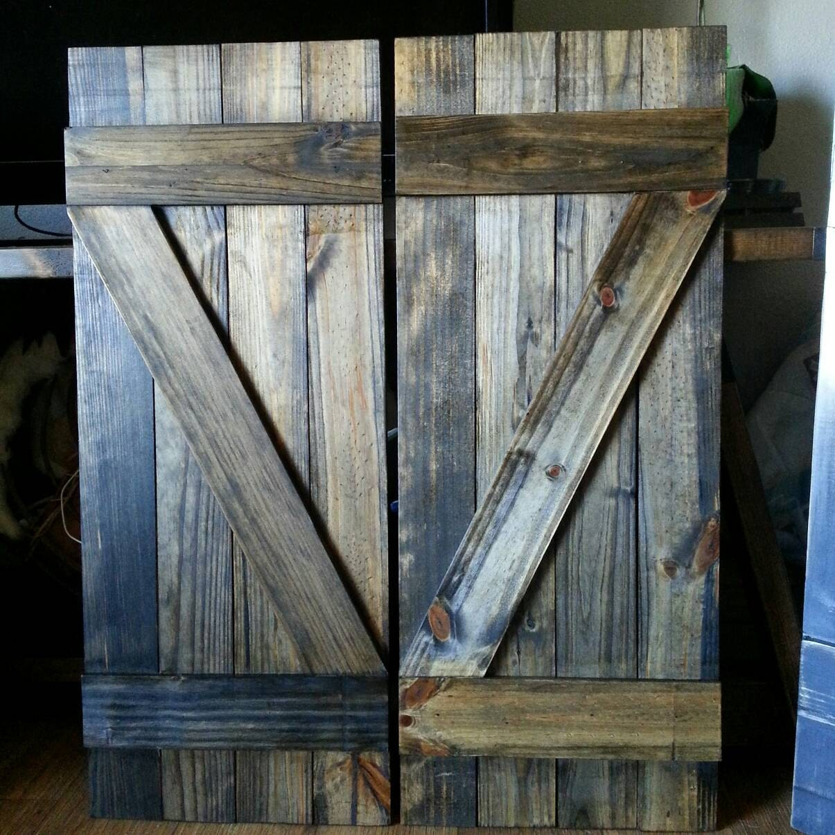 Z bar rustic wood shutters 24 decorative shutters for Home exterior decorative accents