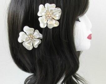 2 x Ivory White Flower Hair Clips Bridal Vintage 1930s Pearl 1920s Headdress S99