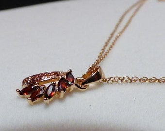 Silver gold plated pendant with Garnet and chain