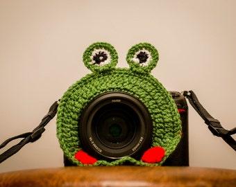 Camera lens buddy, camera accessories, lens buddy, crochet lens critter, crochet frog, photographer helpers, photo prop, family photography