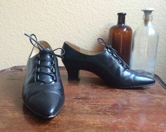 Vintage 90s Nine West Lace Up Witch Shoes /  Pointy Toe / Cuban Heel / Made in Brazil / Women's Size 7 M