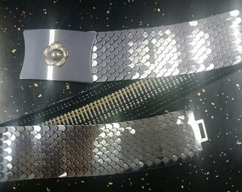 Vintage 1960's Silvertoned Stretch Fish Scale Belt