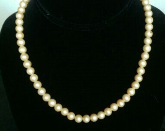 Vintage Faux Pearl Necklace!!
