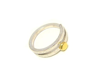 "Ring ""Arembepe"" - hammered silver and 18 K Gold"