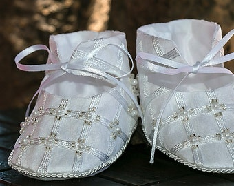White or Ivory Embroidered Girl Shoes - Baby and Toddler - Christening or Baptism Model G001