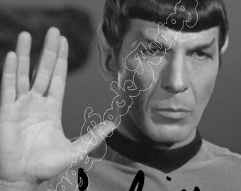 STAR TREK - Spok - Leonard Nimoy  - black and white photo with print signed size 6x8 inches
