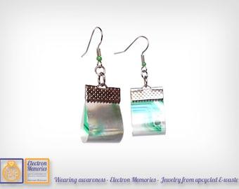 Geek & Chic earrings - Wormhole earring - eco friendly earrings - sustainable jewelry  - Eco friendly gift - Sci-fi effect earrings