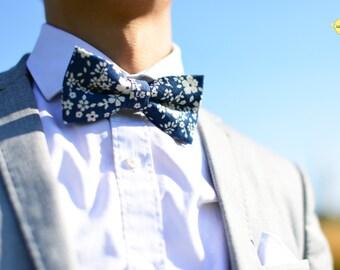 Floral Bowtie, Floral Wedding Bowtie, Pre-Tied Bow Tie, Floral Vintage Bowtie, Blue and White Floral Bowties