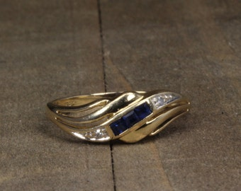 Estate, 14K Yellow Gold Diamond and Sapphire Ring!!