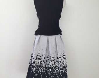 Black and white pleated skirt, reversible, two-in-one
