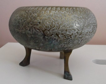 VINTAGE Estate Item...Brass Footed Planter....Very UNIQUE...Made in INDIA...Very Detailed....Etched Flowers & Leaves