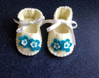 Cream & turquoise felt booties with white ribbon