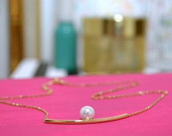 "The ""Presley"" Pearl & Gold Bar Necklace"