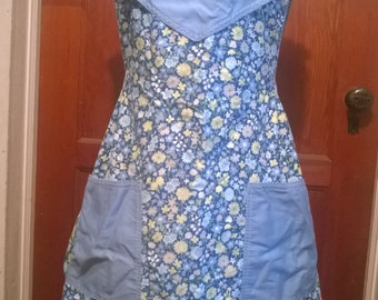 Vintage apron full length, blue flowered
