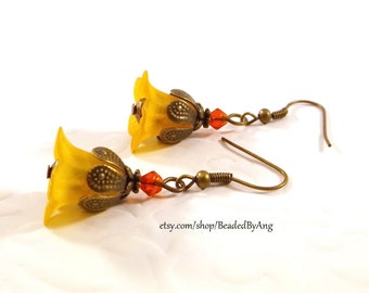 Lucite Flower Earrings, Orange Flower Earrings, Orange Earrings, Flower Drop Earrings, Orange Drop Earrings, Spring Earrings, Summer Jewelry
