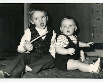 Boo! - two kids surprised by the photographer- original 70s vintage photo- vernacular photo- family snapshot- paper ephemera