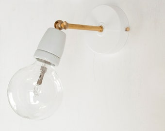 Wall sconce with white ceramic lampholder and brass joints