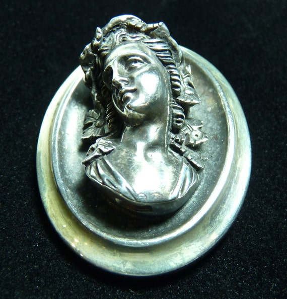 BROOCH ~ HENRYK WINOGRAD ~ 999 Fine Pure Silver ~ Vintage Repousse ~ Portrait of Young Woman ~ Excellent Vintage Condition ~ Free Shipping