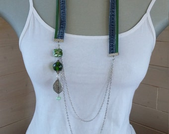 Set of jeans necklace and earrings, green leather cordon