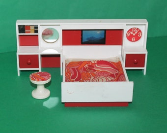 Vintage Lundby Bed With Light Up Headboard Unit.