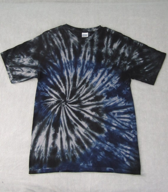 Tie dye adult size m blue and black spiral tee shirt for Black and blue tie dye t shirts