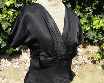 Vintage 1940s 1950s 1960s black blouse top Fitted with bow detail Size XSmall Small