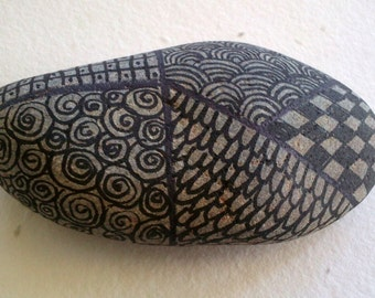 ZENTANGLE NATURAL, handmade, decorated in black stone PAPERWEIGHT