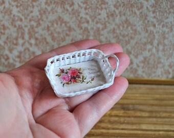 Dollhouse Miniature wicker trays 1:12,  Miniature wicker, scale one inch, scale Miniature, dollhouse kitchen,Shabby chic.