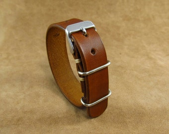 Single pass leather watch strap 18mm, 20mm. Brown watchband with nato / zulu rings. Made of vegetable tanned leather
