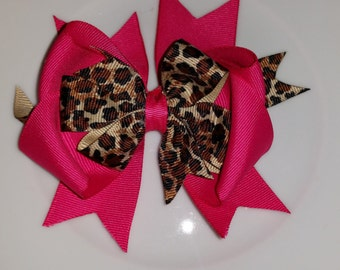 Hot pink cheetah bow.