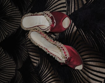 Satin burgundy shoes and lace