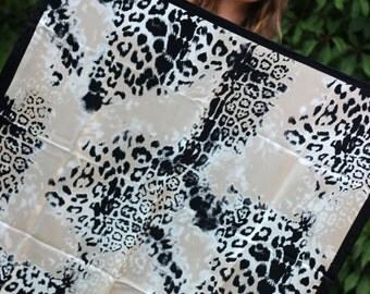 beautiful exclusive Codello shawl / scarf made of 100% silk with wild cheetah pattern Animal print hand sewn